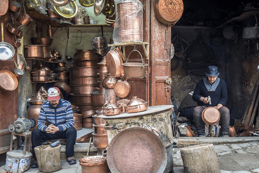 Køb souvenirs på de lokale markeder i Marokko