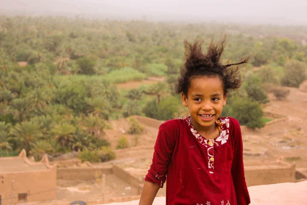 Leg og snak med børnene i Marokko